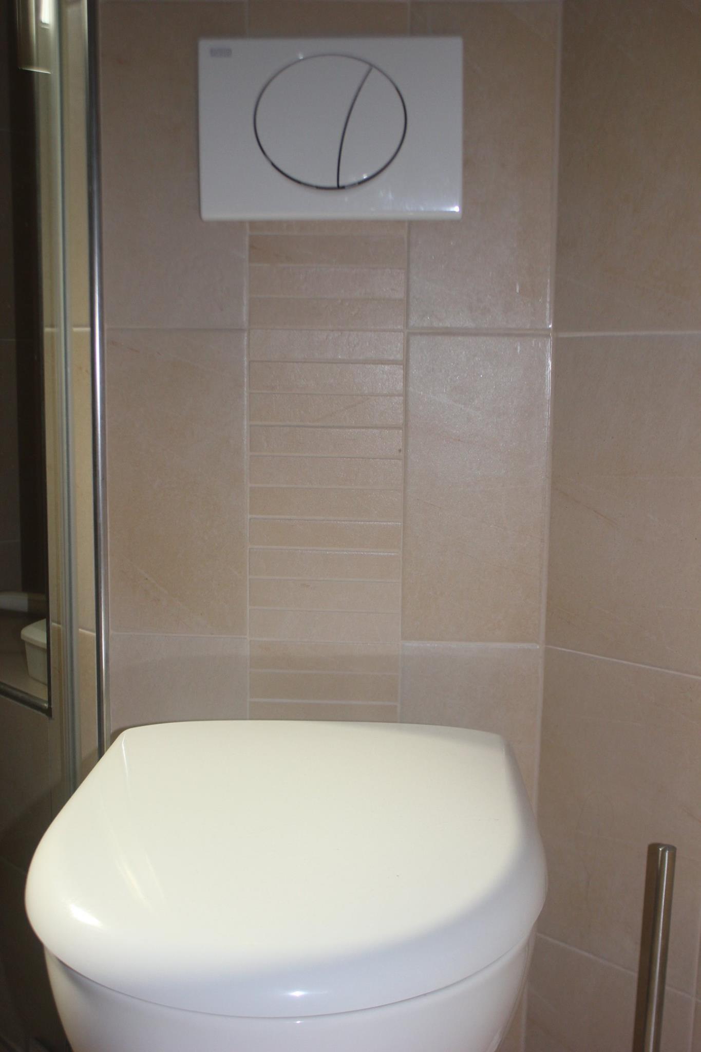 Kleines Duschbad Mit Ebenerdiger Dusche Rover Und Struber